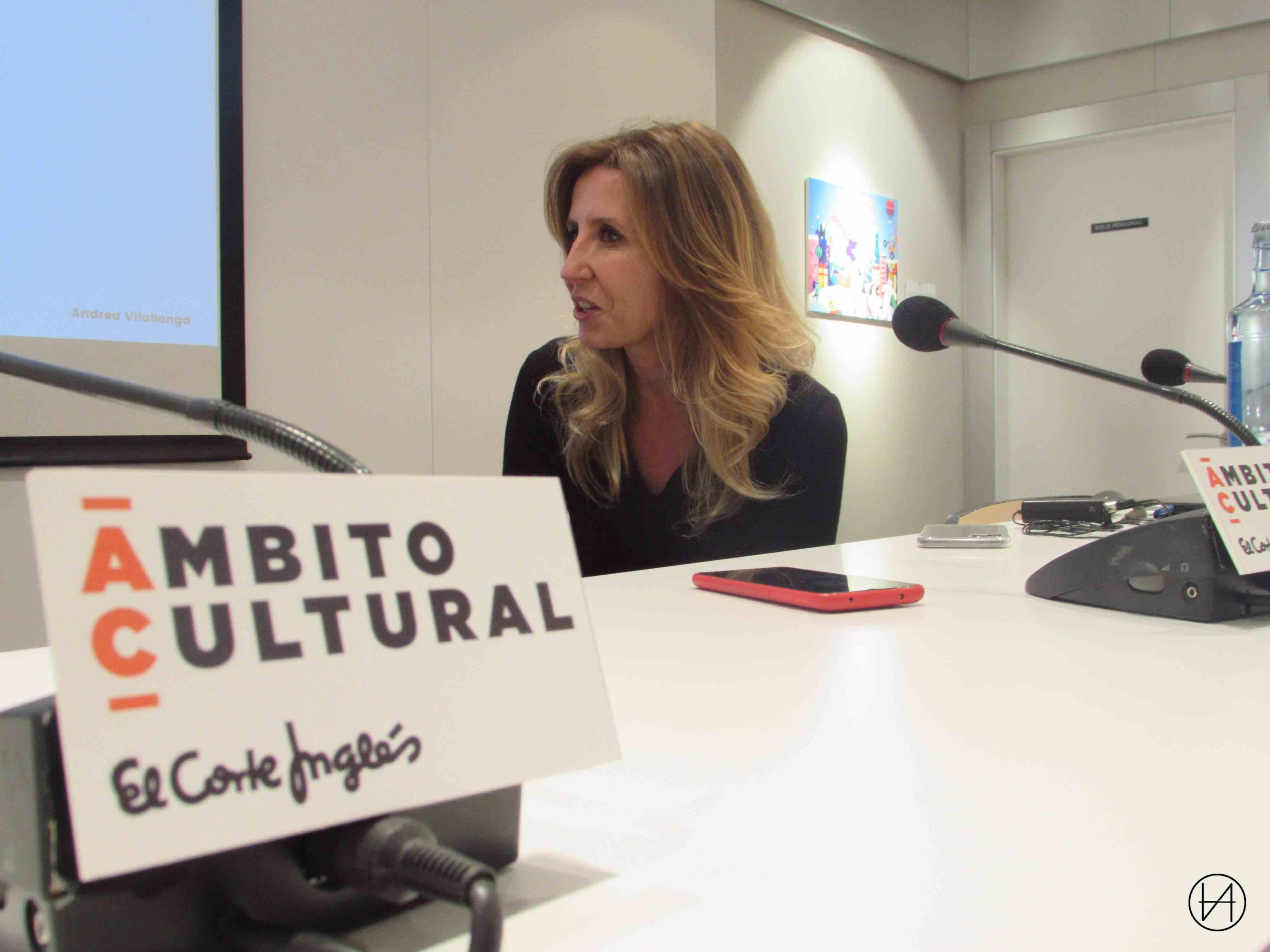 Andrea Villalonga, en un momento de la presentación en Zaragoza.
